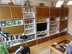 Prodám velmi zachovalou hnědo-bílou obývací stěnu. VxŠxH: - obrázek číslo 2