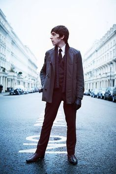 Miles Kane is such a Mod - need I say more? 70s Inspired Fashion, Mod Fashion, 1960s Fashion, Skinhead Fashion, Belle Silhouette, Mens Overcoat, Mod Girl, The Last Shadow Puppets, Rocker Style