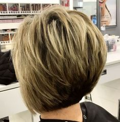 feathered two-tone pixie bob Medium Thin Hair, Bobs For Thin Hair, Short Thin Hair, Short Hair With Layers, Short Hair Cuts, Medium Hair Styles, Short Hair Styles, Short Blonde, Short Stacked Haircuts