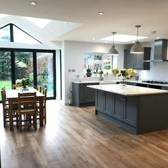 Familienzimmer Design The New Fuss About Kitchen Design Layout Island Open Floor Family Rooms 37 Kitchen Diner Extension, Open Plan Kitchen Diner, Open Plan Kitchen Living Room, Kitchen Family Rooms, Home Decor Kitchen, New Kitchen, Kitchen Ideas, Awesome Kitchen, Orangery Extension Kitchen