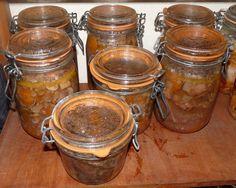 5 kg de viande de boeuf 1 kg de champignons blancs émincés 300 g de lardons fumés ou non 6 gros oignons coupés en dés 6 gousses d'ail dégermées et hachées 12 échalotes émincées 1.5 kg de carottes coupées en rondelles fines 1 L de bouillon de bœuf 2 bouteilles...