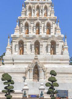 2013 Photograph, Wat Chedi Liem Chedi Liem Buddha Niches, Wiang Kum Kam, Tambon Tha Wang Tan, Saraphi District, Chiang Mai Province, Thailand, © 2014. ภาพถ่าย ๒๕๕๖ วัดเจดีย์เหลี่ยม ช่องพุทธเจ้า เจดีย์เหลี่ยม เวียงกุมกาม ตำบลท่าวังตาล อำเภอสารภี จังหวัดสารภี ประเทศไทย