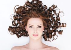Rough and dry hair is an extremely frequent trouble in wintertime, Below are some winter hair care tips to keep your hair looking healthy and lovely, at the same time as the mercury drops? Winter Hairstyles, Latest Hairstyles, Natural Hair Care, Natural Hair Styles, Curl Hair Without Heat, Prevent Hair Loss, Oily Hair, Frizzy Hair, Stylish Hair