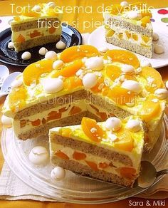 Cake with vanilla cream, whipped cream and peach Vanilla Cream, Whipped Cream, Food Cakes, Egg Hunt, Holiday Desserts, Icing, Cake Recipes, Bacon, Cheesecake