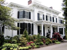 CURB APPEAL – another great example of beautiful design. Pretty Penny, home of the actress Helen Hayes.
