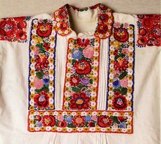 FolkCostume&Embroidery: Costume and Embroidery of Mezőkövesd, Hungary Polish Embroidery, Hungarian Embroidery, Folk Embroidery, Learn Embroidery, Chain Stitch Embroidery, Embroidery Stitches, Embroidery Patterns, Traditional Fashion, Traditional Outfits