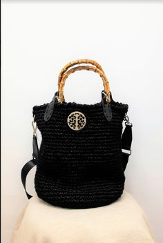 Χειροποίητη Πλεκτή Τσάντα με ξύλινο χεράκι Handmade Bags, Chic, Unique, Style, Fashion, Shabby Chic, Swag, Moda, Handmade Handbags