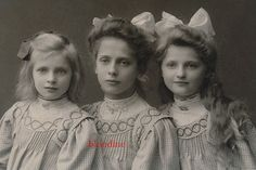 CAB: Most BEAUTIFUL SISTERS, pretty girls in same fashion; Germany, 1910