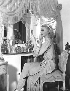 "classic-hollywood-glam: ""Ginger Rogers "" So cute! Old Hollywood Vanity, Old Hollywood Glamour, Golden Age Of Hollywood, Vintage Hollywood, Classic Hollywood, Old Hollywood Bedroom, Old Hollywood Decor, Vintage Glamour, Vintage Vanity"