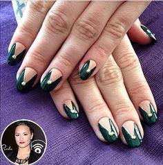 Demi Lovato's dark green & beige chevrons <3