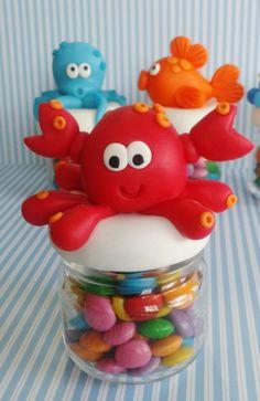 Lembrancinha Fundo do Mar Mini potinho com bichinhos do fundo do mar decorado na tampa. Acompanha tag adesivo personalizado com nome e idade. (não incluso recheio)