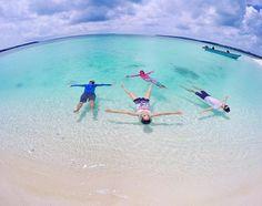 Floating in Paradise. Can I stay forever please?!  Location : Kepulauan Mei, Maluku Tenggara. Photo by : @lutfi_ady . . www.tukangjalan.com . .   #tukangjalan #Tukang_Jalan #tukangjalantrip #kepulauankei #explorekei #trippulaukei #opentrippulaukei #keibesar #keikecil #keimalukutenggara #wisata #wisatamalukutenggara #pesonaindonesia #indonesiaonly #exploreindonesia #travelling #liburanmurah #liburan #tour #jalan2man #vacations