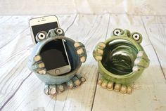 pottery classes Meet Boomer, our ceramic phone amplifier :) Turn it up! Available in Blue or Green. Please specify color preference in the notes section during to fit iPhone 5 or p Clay Art Projects, Ceramics Projects, Clay Crafts, Ceramic Monsters, Clay Monsters, Ceramic Clay, Ceramic Pottery, Pottery Art, Porcelain Clay