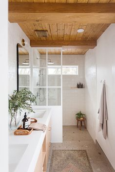 Shower Panels, Deco Design, Maine House, Maine Cottage, Stunning View, Interiores Design, Cottage Style, Home Remodeling, Home Decor