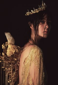 Image about girl in Beauty by Irina on We Heart It Queen Aesthetic, Gold Aesthetic, Princess Aesthetic, Fantasy Photography, Portrait Photography, Female Photography, Pretty People, Beautiful People, Photographie Portrait Inspiration