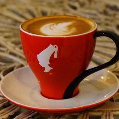 Julius Meinl kahveleri de bu ay seni bekliyor. Denemediysen şimdi tam zamanı... #kahve #coffeetime #coffeeaddict #coffeelover #thecoffeelifestyle #coffeeoftheday #coffeemug #coffeexample #coffeeshots #coffeelove #coffeeshop #gununkahvesi #kafematik #kahveciniz #kahvecimiz #ofiskahvesi #turkkahvesi #turkishcoffee #kahvekeyfi #kahvetutkunu #kahvetutkusu #kahveaşkı #limonata #smoothie #icecoffee #coldbrew #çay #tea #espresso