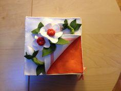 Portatovaglioli di carta in feltro cucito a mano