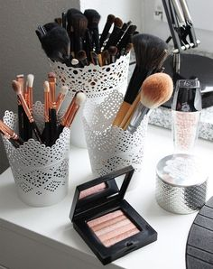 17 gorgeous makeup storage ideas beauty vanity organization ideas lace detail cups as brush holders Makeup Vanities, Ikea Makeup Vanity, Makeup Bord, White Makeup Vanity, Makeup Vanity Lighting, Bathroom Vanities, Beauty Case, My Beauty, Beauty Tips