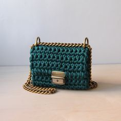 Discover thousands of images about crochet bag. T-shirt yarn, cotton, recycled yarnCrochet summer crossbody bag boho style clutch by SevirikamaniaWinter 2017 Accessory Emerald Green Handbag by SevirikamaniaCrochet Bucket Bag ɕ Powder Pink Bag ɕ All Crochet Clutch Bags, Crochet Handbags, Crochet Purses, Crochet Bags, Cotton Crochet, Crochet Shell Stitch, Bead Crochet, Crochet Cross, Tshirt Garn