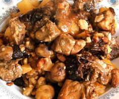 Sauté de porc marrons-pruneaux Great Recipes, Healthy Recipes, Recipe Ideas, French Press Coffee Maker, Cold Brew Coffee Maker, Perfect Food, Kung Pao Chicken, Food Videos, Main Dishes