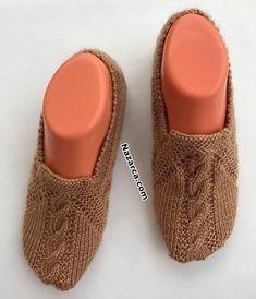 anyone-want-to-describe booties - Baby Knitting Patterns, Sock Shoes, Baby Shoes, Moda Emo, Filet Crochet, Knitting Socks, Slippers, Kids, Mavis
