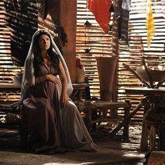 A bolsa de Diná estoura! Veja fotos da cena mais eletrizante do 33º capítulo! http://r7.com/wneh #JoséDoEgito