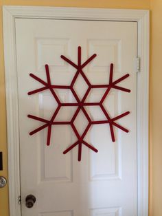 Dwell Beautiful makes some easy popsicle stick snowflakes that make for great, fun, and cheap winter decor. Kids Christmas Ornaments, Christmas Snowflakes, Christmas Fun, Cool Paper Crafts, Craft Stick Crafts, Christmas Crafts, Popsicle Stick Snowflake, Popsicle Sticks, Ideas Decoracion Navidad