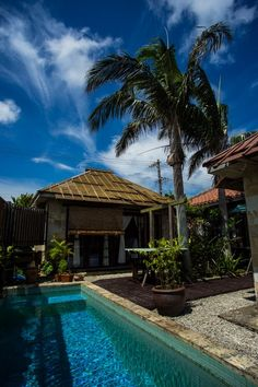 竹富島「ちいさな民宿 CAGO」 Beautiful Places In Japan, Ishigaki, Okinawa Japan, Surf Girls, Surfing, Asia, Scene, Island, Mansions