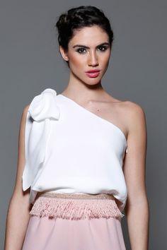 Comprar online top de fiesta asimetrico blanco con lazada al hombro para invitadas bodas,bautizos,comunión de Apparentia Collection