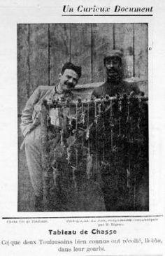 """Les conditions de vie dans les """"gourbis"""" sont aussi épouvantables que dans les tranchées. Ici, le premier plan de cette photographie illustr..."""