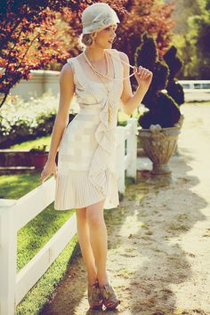 Kentucky Derby Fashion Inspiration « Southern Weddings Magazine, love this dress for going away! (even though it's supposed to be the wedding dress) Kentucky Derby Outfit, Derby Attire, Kentucky Derby Fashion, Derby Outfits, Vintage Outfits, Vintage Dresses, Vintage Fashion, Derby Dress, Gatsby Style