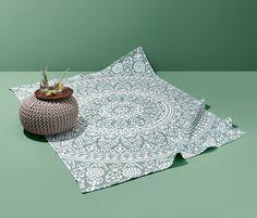 369,99 zł | Dywan z zawadiackim wzorem w mandalę zadba w domu o wakacyjny klimat. Wysokogatunkowa i wytrzymała tkanina z bawełny wpasuje się w każdy wystrój. Dzięki swoim wymiarom ok. 140 x 200 cm dywan w każdym pomieszczeniu pięknie się zaprezentuje. Picnic Blanket, Outdoor Blanket, Carpets, Products, Mandala Pattern, Textiles, Cotton, Lawn Fabric, Rugs