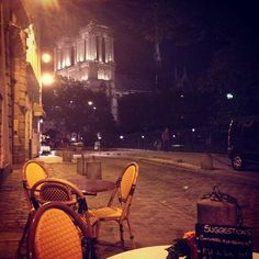 There's nothing more romantic than the sidewalk cafes of Paris. Photo courtesy of themodernvoyager on Instagram.