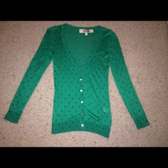 NWOT, Kelly Green & Navy Button-down Cardigan! NWOT, Kelly Green and Navy Polkadot button-down cardigan. Lightweight & fun! Made of 100% cotton. Brand new, never worn. Sized as S fits more like XS. Francesca's Collections Tops Button Down Shirts