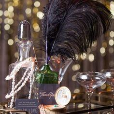 Inspirée par le style graphique en noir et or de Gatsby le Magnifique, découvrez 10 belles idées pour se créer un décor de fêtes chic et trendy pour son mariage, son anniversaire ou une soirée entr…