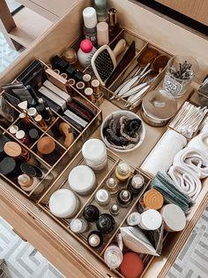 Bathroom Drawer Organization, Bathroom Drawers, Room Organization, Makeup Storage, Makeup Organization, Perfume Organization, Rangement Makeup, Beauty Room, Beauty Desk