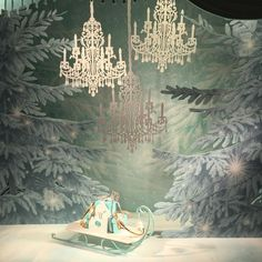74 отметок «Нравится», 6 комментариев — Angela-Lace (@angela_lace) в Instagram: «Tiffany window display. Winter wonderland.»