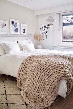 Beautiful and natural chunky knit blanket from Wool Art. Chunky knit throw blanket from best quality merino wool. Handmade from eco organic certified super bulky yarn. King Size Bed Throws, King Size Blanket, Hobby Lobby, Chunky Knit Throw Blanket, Comfy Blankets, Throw Blankets, Fluffy Blankets, Cute Room Decor, Knitted Blankets