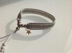 Prachtige armband met mooie aparte sluiting voor € 12,50 grijs met zilver