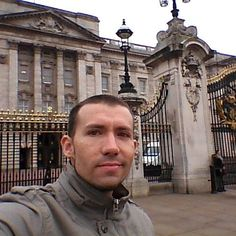 Palácio de Buckinghan #london #londres #buckinghampalace #england by maikonalex85