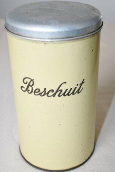 Beschuitbus in een mooie antieke donker creme gele door HomiArticles, $14.00