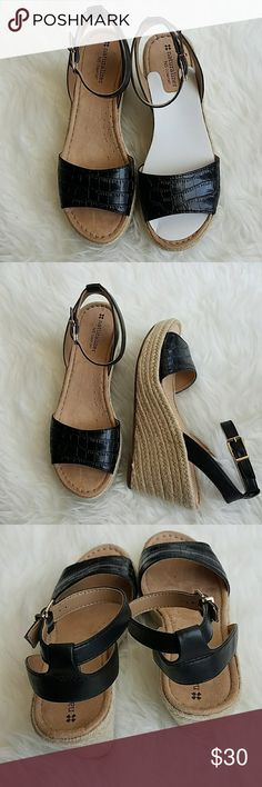 "Naturalizer wedges Brand new, never worn, no box. 10"" x 3.5"" with 3"" wedge heels. Naturalizers are super comfortable shoes. These wedhes are also very stylish and summer-ready. Naturalizer Shoes Wedges"