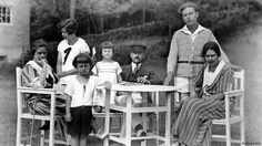 Author Thomas Mann's family - Germany's Kennedys - fascinates to this day. Biographer Tilmann Lahme tells DW why they became beacons of the struggle against Hitler - and foreshadowed the selfie era.
