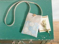 ポケット付きで便利!ぺたんこタイプのポシェットの作り方 Cell Phone Pouch, Cloth Bags, My Bags, Fabric Crafts, Diy And Crafts, Cool Designs, Reusable Tote Bags, Sewing, Handmade