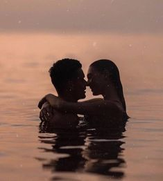 How do you define romantic love? - Perhaps you have had difficulties in beginning love again? This was my case only a year ago. Cute Couples Photos, Cute Couple Pictures, Cute Couples Goals, Romantic Couples, Couple Photos, Tumblr Love Pictures, Photo Couple, Love Couple, Couple Goals