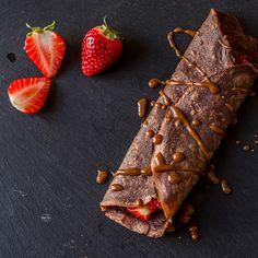 Crepes de chocolate rellanas de fresas, Nutella y Dulce de Leche