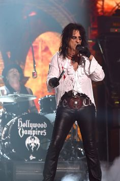 Alice Cooper Photos Photos - Singer Alice Cooper of Hollywood Vampires performs onstage during The 58th GRAMMY Awards at Staples Center on February 15, 2016 in Los Angeles, California. - The 58th GRAMMY Awards - Roaming Show