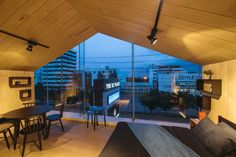 Urbaan Home Building Renovation  / MUN Architects