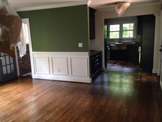 A view into the dining room & kitchen