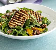 Halloumi is blessing for vegetarians who like to grill! – Recipe: Halloumi salad with orange & mint.